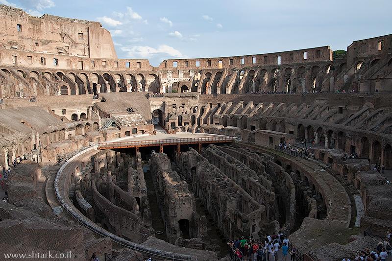 אירופה, איטליה, רומא העתיקה, גלדיאטורים, קולוסיאום, רצפה, מעברים מסדרונות, אמפיתיאטרון,  Italy, Rome, Roma, Colosseum inside, Flavian Amphitheatre, Gladiators, Arena hypogeum, underground tunnels