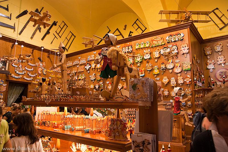 חנות מוצרי עץ, צעצועים מעץ, פינוקיו, סבא גפטו, איטליה, רומא ,  Italy, Rome, wood shop stors