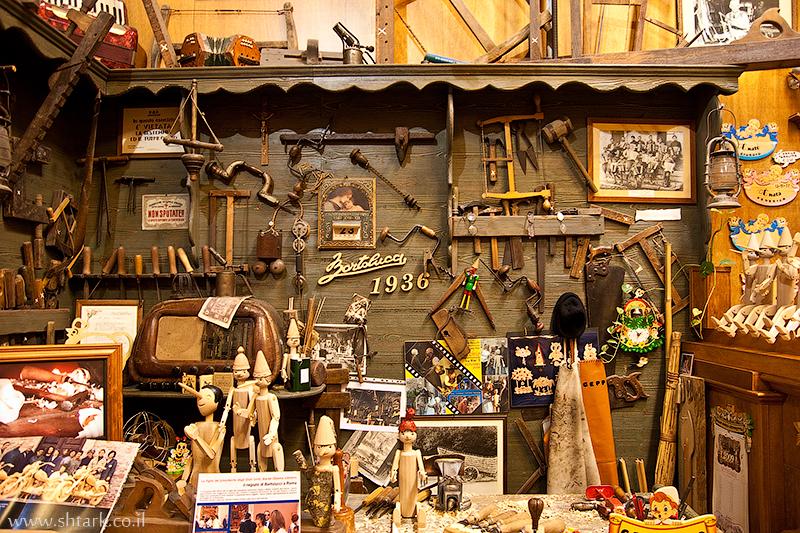 חנות מוצרי עץ, צעצועים מעץ, פינוקיו, סבא גפטו, איטליה, רומא, כלי עבודה ,  Italy, Rome, wood shop stors