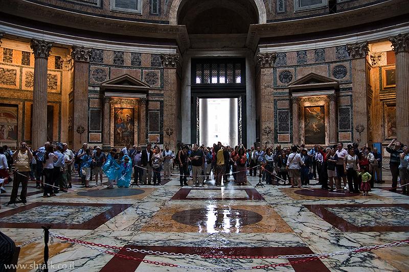 מרקוס אגריפה, בתוך הפנתאון אוקולוס, מקדש כל האלים, איטליה, רומא   Italy, Rome, inside The Pantheon Oculus Temple Marcus Agrippa