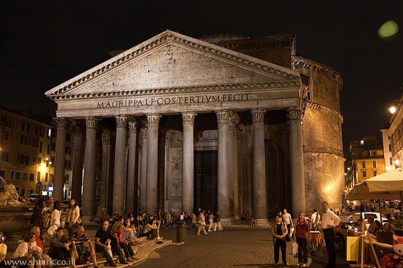 הפנתיאון בלילה ברומא, איטליה   Italy, Rome The Pantheon photo at night