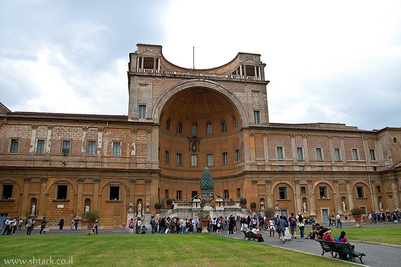 אירופה, איטליה, חצר מוזיאון הוותיקן,  Italy, Rome, Roma, Vatican City, museums yard