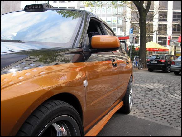 מבט מהצד על המכונית