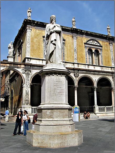 איטליה, ורונה, פיאצה דיי סיניורי, דנטה אליגיירי Piazza dei Signori, dante alighieri, Verona, Italy